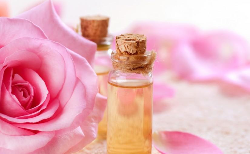 Розово етерично масло – главният експерт за зряла кожа